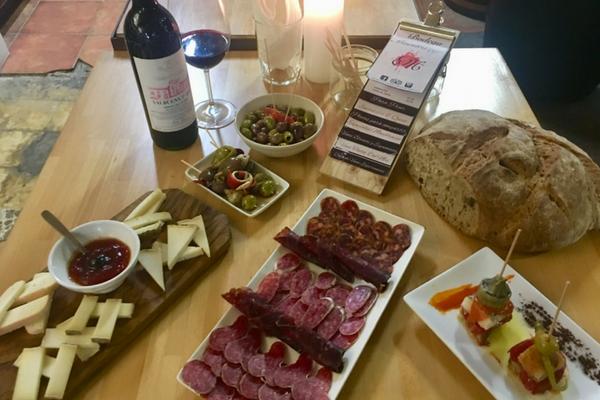 Spanish olives in our Barcelona wine bar, Bodega Maestrazgo!