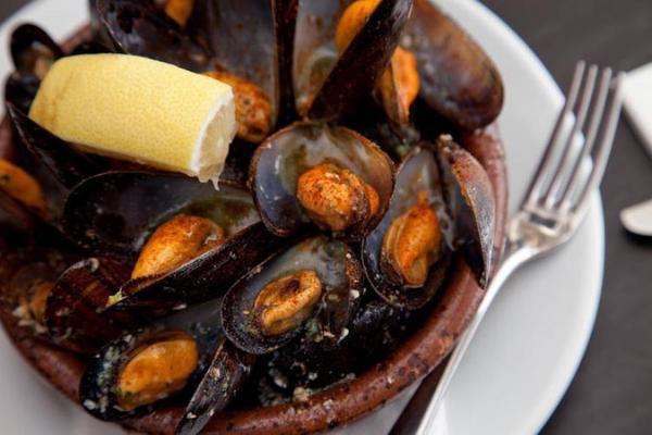 Seafood and White Spanish grape varieties