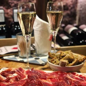 Golden Wine Tasting Voucher Wine bar and wine shop in Barcelona Bodega Maestrazgo Spain