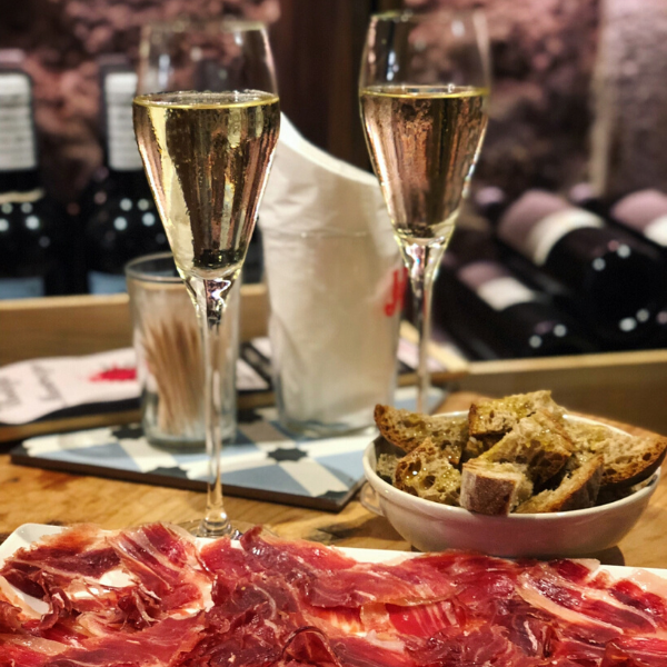 An evening in our wine bar and wine shop in Barcelona is filled with great wine and delicious Jamon Iberia de Belotta!